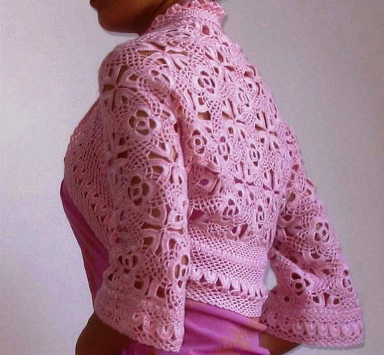 bolero-rosa-en-crochet-con-mangas-largas-4
